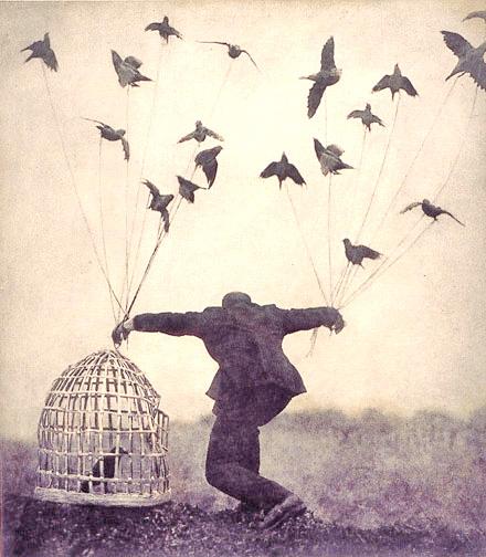 """""""L'uomo si costruisce sempre una dipendenza nell'ambire alla libertà"""""""